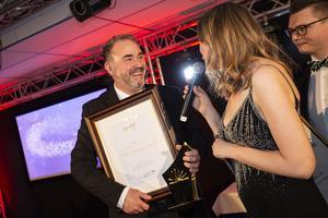 Kvällens tyngsta pris, Årets företagare, gick till Nicklas Ledin från Pausdrycker i Sollefteå AB.