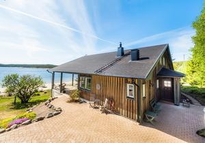 Här är en lista på alla nya fastighetsköp i Ångermanlands fyra kommuner. Dyrast blev det i Stubbsand, utanför Örnsköldsvik, där en villa såldes för 4 880 000 kronor. Foto: Mäklarhuset