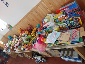 De leksaker som skänkts kommer väl till användning.Foto: Privat