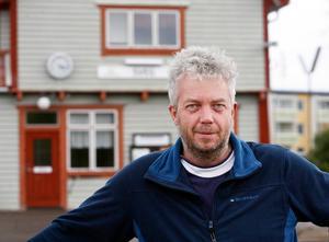 – Det är vi på Inlandsbanan och kommunen som får skulden för att det inte finns belysning på bron. Det är Trafikverket som har ansvar för belysningen men nu ordnar vi det och de betalar, säger Mats Westling trafikchef på Inlandsbanan i Sveg.
