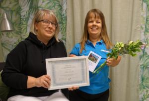 Pristagare Helen Jonsäll med ordförande Wictoria Kastmyr.  Foto: Anette Torvidsson Eriksson.