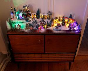 Maja älskar sin julby och den kommer nog att växa.– Jag har sett så himla fina grejer, bland annat en liten karusell. En sån vill jag ha nästa år!