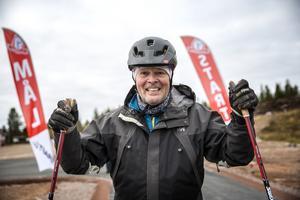 Lennart Käll var på plats vid invigningen och passade på att testa att åka rullskidor.