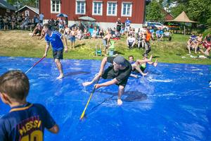 """Den årliga tävlingen ger ett bra ekonomiskt tillskott till samhällsföreningen """"Håsjö SK och hembygdsförening"""" som säljer fika och kolbullar. Vinsten, som den i år, går till driften och underhållet av hembygdsgården."""