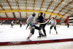 Första historiska bandymatchen i Göransson Arena 2009, SAIK tar emot svenska mästarna Västerås i sin första träningsmatch för säsongen.