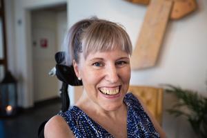– Jag älskar mitt liv. Jag gör mycket kul och jag njuter, säger Sara Grundtman som lever med sjukdomen ALS.