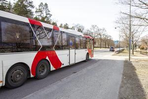 Varför har ni inte ett avgiftssystem som uppmuntrar oss tillfälliga åkare att ta bussen? Förr fanns klippkort med tio ströresor till rimligt och attraktivt pris. Jag tror det skulle fylla många halvtomma bussar åt er, skriver insändaren.