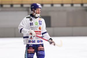Johan Löfstedt ger för mycket bollar till Johan Esplund – i alla fall enligt Ola Fredricson.
