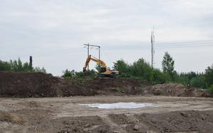 Markförberedelserna inför bygget av en nytt företagshus pågår.