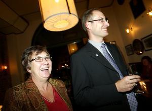 2006. Åsa Möller och Magnus Sjödin på bra humör på Moderaternas valvaka. Magnus Sjödin blev Sundsvalls kommunalråd först 2010.