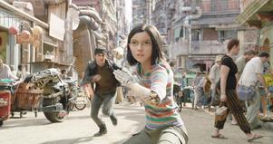 Alita (Rosa Salazar) är en vilsen cyborg i en ogästvänlig värld i
