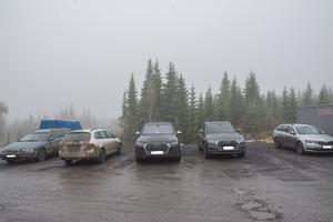 I Åskälens vindkraftspark, liksom i många andra större byggarbetsplatser, är det en säkerhetsregel att backa in när man parkerar. De som inte kan reglerna uppmärksammas direkt.