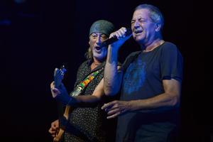 Roger Glover och Ian Gillan under en konsert i Montreal. Foto: AP Photo/Keystone,Martial Trezzini