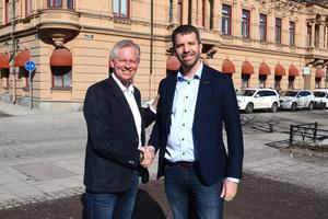 Thomas Byström önskar efterträdare Joakim Sjöstedt lycka till. Själv blir Thomas Byström chef för företagarnas klart största region: Stockholm, Mälardalen och Gotland.