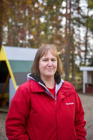 Barnskötaren Louise Häggquist har drivit frågan om arbetskläder. Nu är kommunal förskolepersonal i Sundsvalls berättigad arbetskläder.
