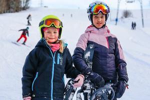 Och här syns de lite bättre, Alicia Nordström till vänster, och Adelia Kemling.