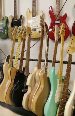 En hel del gitarrer och basar har det blivit under de fem år han hållit på att bygga.