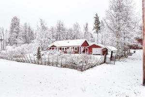 Villa i natursköna Österbyn, beläget cirka tre mil från Falun. Fritt läge och med utsikt över landskapet. Foto: Svensk Fastighetsförmedling, Falun.