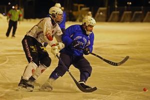 David Spjut (vit tröja) är tillbaka i moderklubben efter studier på bandygymnasiet i Rättvik.