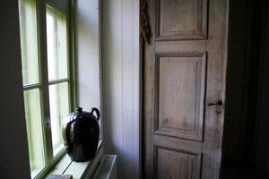 Den gamla dörren förvandlades till en garderobsdörr.