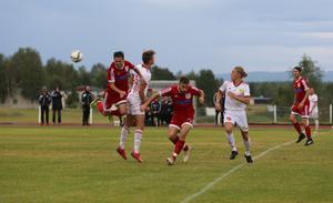 Det var hård kamp och bollarna flög kors och tvärs under derbyt på Söderåsen.