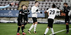 Viktor Prodell jublar efter sitt 1–0-mål.