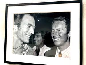 Clint Eastwood och Ingemar Stenmark i samspråk under vinter OS i Lake Placid 1980.
