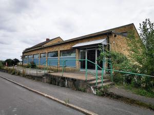 Konsum på Örntorp i Grängesberg har inte sålt några matvaror på decennier. Här arbetade skribentens mamma 1958.