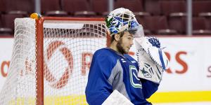 Eddie Läck, här under en träning i Vancouver Canucks tröja.
