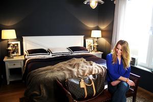 Carin Karlsson i sitt sovrum.