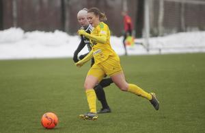 Johanna Ohlsson har kommit in (från Iggesund) i Ljusdal med kraft, fart och ett lödigt skott. Ett nytt vasst vapen på vänsterkanten.