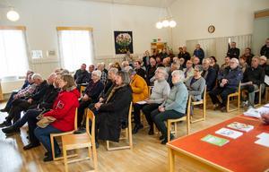 Lörstrands bygdegård var välfylld när mässan öppnade på eftermiddagen.