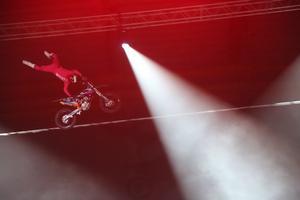 Det bjöds på flera tricks från motocross.