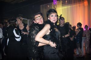 Helena Idh Andersson och Victoria Skoglund  dansade sig fram genom publikhavet.