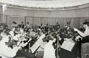 Ungdomssymfoniorkestern under ledning av Stig Robertsson, 1985. Bild: STarkiv