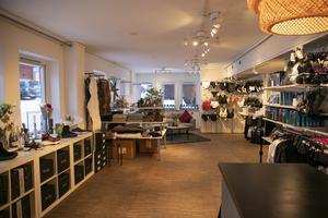Hos Mix hittar du saker som dam- och herrunderkläder, inredning, skor, poster och ullstrumpor.