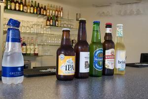 Alkoholfria alternativ i Gillets bar. – Vi har märkt att fler vill ha alkoholfritt och har ett bra utbud med alkoholfria öl och även drinkar, säger Veronica Gustafsson på Gillet.