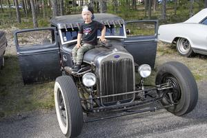 Treårige Arvid Söderlund från Hedsta gillar bilar.