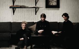 Benesser släpper sitt första album, efter 14 år tillsammans som band.