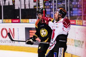 Tyson Spink efter att ha avgjort för Örebro mot Brynäs. Bild: Kenta Jönsson/Bildbyrån