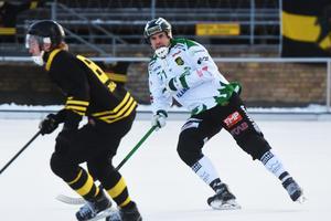 Surtes Johan Grahn i Frillesåströjan när laget mötte AIK i elitseriekvalet förra säsongen.