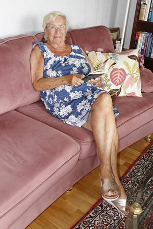 Margareta har varit lärare på gymnasiet och läser mycket.Favoritläsplatsen är soffan. Just nu läser hon Malin Persson Giolitos