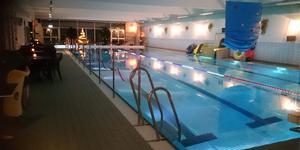 En gång varje år arrangeras tjej- och killkvällar i simhallen på Heby Arena. Foto: privat