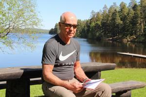 Boije Rosenberg för fastighetsägarnas talan mot byggplanerna i Uvbergsviken som de menar förstörs som  bygdens rekreationsområde.
