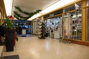 Önska-butiken har legat i Gallerian i snart tre år. 2016 lämnade butiken Krysset och korsningen Hyttgatan och Köpmangatan för Gallerian i Sandvikens centrum.