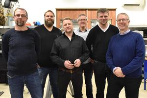 Mats Johansson, Patrik Barbus, Micke Blom är trion som jobbar i Mora. Från ÅF i Borlänge besökte konstruktörerna Kjell Hummel och Thomas Stenvall. Längst till höger står Erik Löfgren, sektionschef.