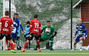 Moramålvakten Lars Heens var hemmalagets främste spelare i division 2-premiären mot Valbo.