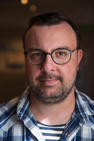 Ronnie Svenblad är till vardags verksamhetssamordnare på Kulturhuset tio14.