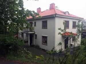 Det här huset på Högbergsgatan i centrala Örnsköldsvik såldes för 2,5 miljoner kronor.
