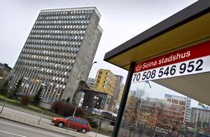Politikerna i Solna stadshus sviker både sina egna invånare och andra kommuner.